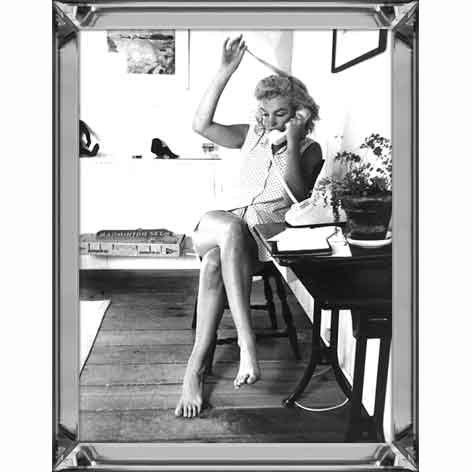 Marilyn monroe on the phone